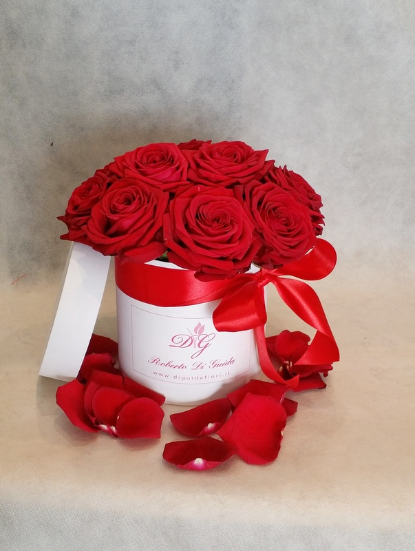 fiori in scatola cilindrica piccola rose rosse
