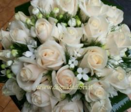Bouquet da sposa con rose vendela
