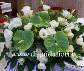 composizione floreale lisantus e anthurium