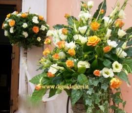composizione floreale arancio e panna