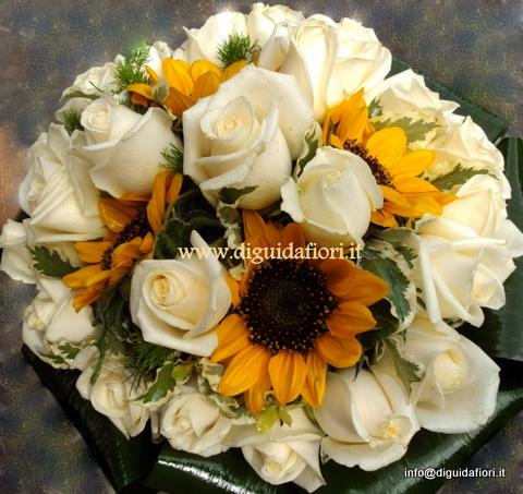 Addobbi Matrimonio Girasoli : Bouquet da sposa rose vendela e girasoli fiorista roberto di guida