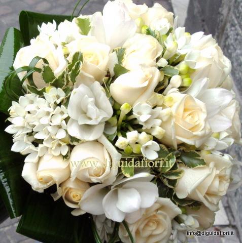 Curcuma Bouquet Sposa.Bouquet Da Sposa Con Rose Vendela E Curcuma Bianchi Fiorista