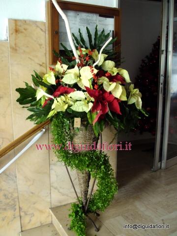 Addobbi Natalizi Matrimonio.Composizione Floreale Con Stella Di Natale Fiorista Roberto Di Guida