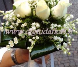 Bouquet da sposa con rose e mughetti