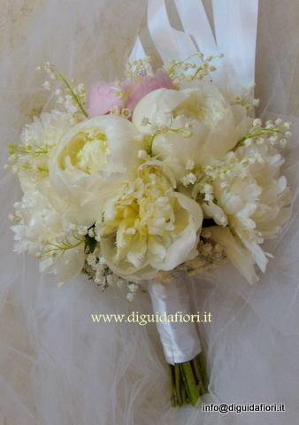 Bouquet Da Sposa Peonie Bianche Ortensie E Anemoni Pictures to pin on Pinterest