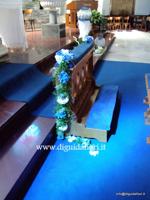composizione floreale per inginocchiatoio chiesa
