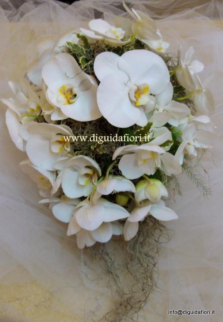 spesso bouquet da sposa con orchidee phalaenopsis - Fiorista Roberto Di Guida RI52