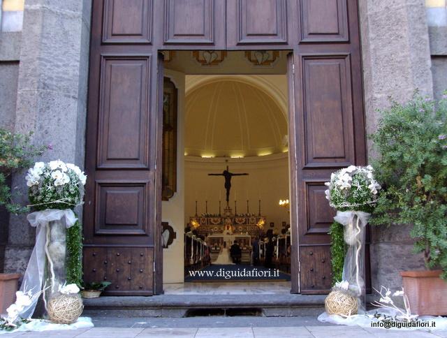 addobbo floreale per matrimonio-chiesa S.S. Trinità- via Tasso-Napoli