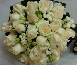 bouquet da sposa con rose vendela e bouvardia