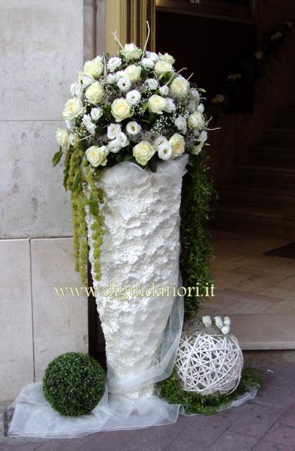 Rose Avalanche E Ortensie : Composizioni floreali a sfera rose avalanche e lisantus