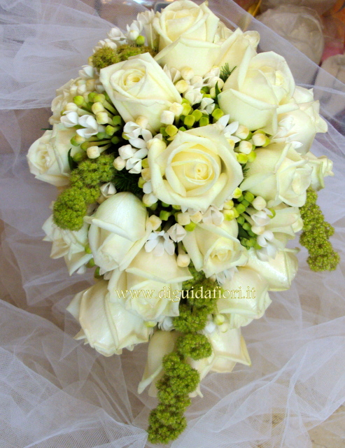 Rose Avalanche E Ortensie : Bouquet da sposa pendente fiorista roberto di guida