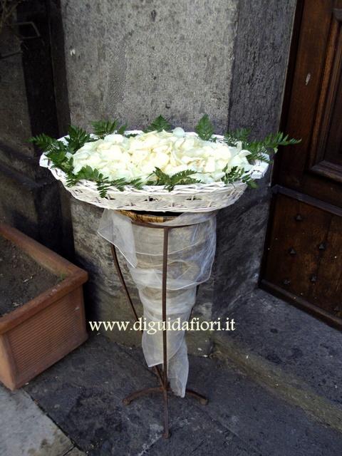 Cesti di petali di rose e di coni portariso per matrimoni - Cesti porta bomboniere matrimonio ...