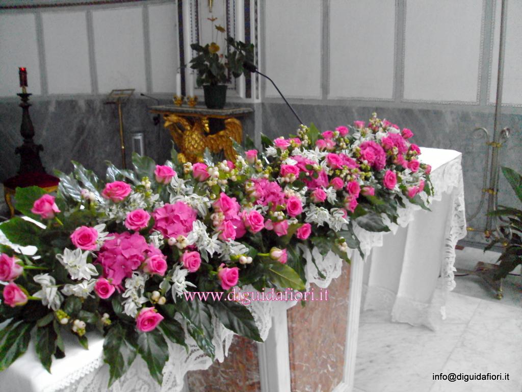 Composizione floreale per altare fiorista roberto di guida - Addobbi floreali casa sposa ...