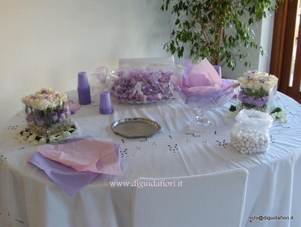 Composizione floreale a casa della sposa fiorista - Tavolo matrimonio casa sposa ...
