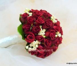 bouquet da sposa con rose rosse e bouvardia