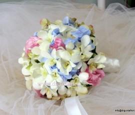 bouquet da sposa con orchidee e ortensie