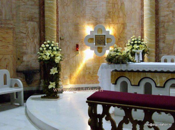 Matrimonio Natalizio Addobbi Chiesa : Addobbo floreale in tema natalizio chiesa san francesco d