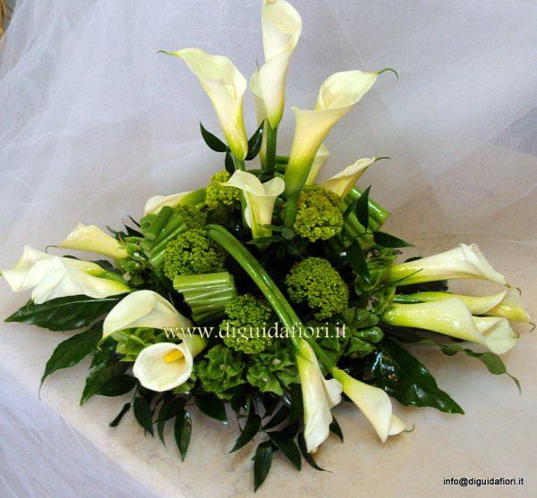Centrotavola floreale bianco e verde promessa di for Addobbi per promessa di matrimonio