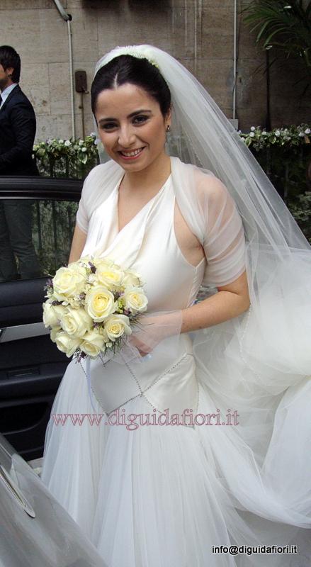 Bouquet da sposa con rose avalanche e fiori di lavanda – Matrimonio Napoli – Fiorista Roberto Di Guida