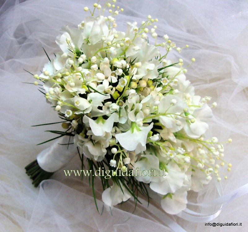 Bouquet da sposa con mughetti e fiori di pisello odoroso – Fiorista matrimoni Napoli