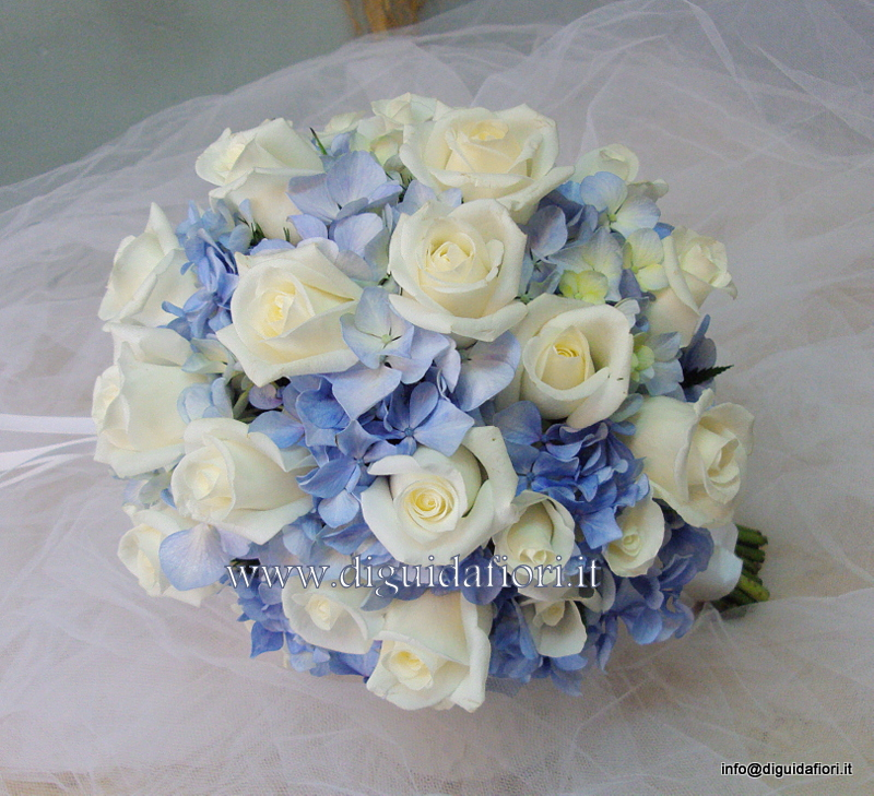 Bouquet da sposa con rose e ortensie color turchese - Matrimonio tema mare - ...