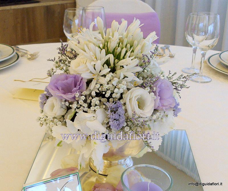 Centrotavola floreale bianco e glicine – Addobbi floreali per ricevimenti in Villa