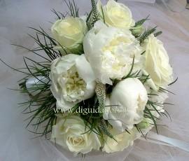 Bouquet da sposa con rose avalanche e peonie – Sposa Napoli