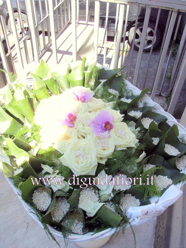 Populaire cesti di petali di rose e di coni portariso per matrimoni  JG01