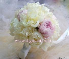 bouquet da sposa con peonie bianche e rosa