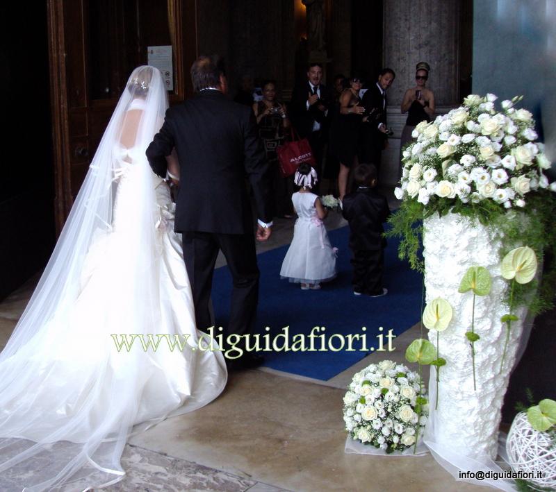 Ingresso della sposa Basilica di San Francesco di Paola (Napoli) – addobbi floreali per matrimonio