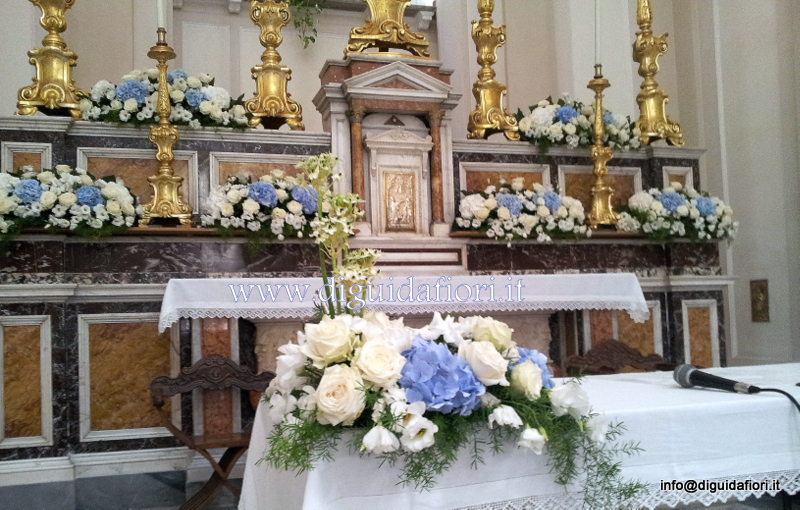 Addobbo floreale con rose e ortensie – Matrimonio Chiesa di Materdei Napoli