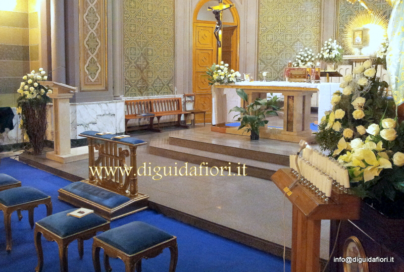 Matrimonio Natalizio Addobbi Chiesa : Addobbo floreale chiesa dei salesiani al vomero