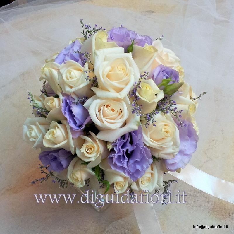 Bouquet da sposa con rose vendela e lisianthus glicine – Sposa Napoli