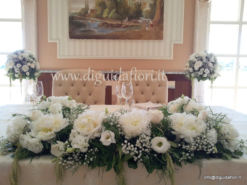 Tavolo degli sposi – Villa Orsini – Addobbi floreali con peonie e lisianthus bianchi