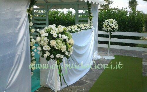 Addobbo floreale bianco e verde – matrimonio civile al Jemming Club Napoli