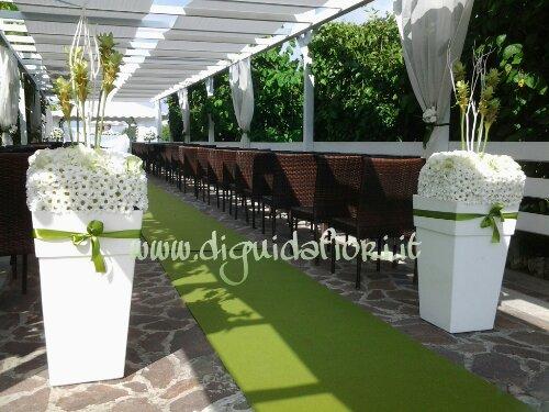 Addobbo floreale squadrato bianco e verde