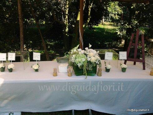 Composizione floreale a forma squadrata per buffet – Matrimonio  Fiorista Roberto Di Guida – Casa D'Ascia Cuma