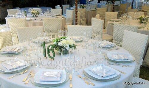 Centrotavola floreale a forma squadrata  – Matrimonio in tema bianco e verde mela