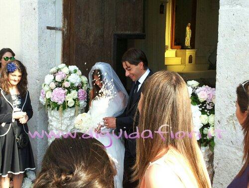 Addobbo floreale con rose avalanche e ortensie – Matrimonio Chiesa del Castello di Limatola (CE)