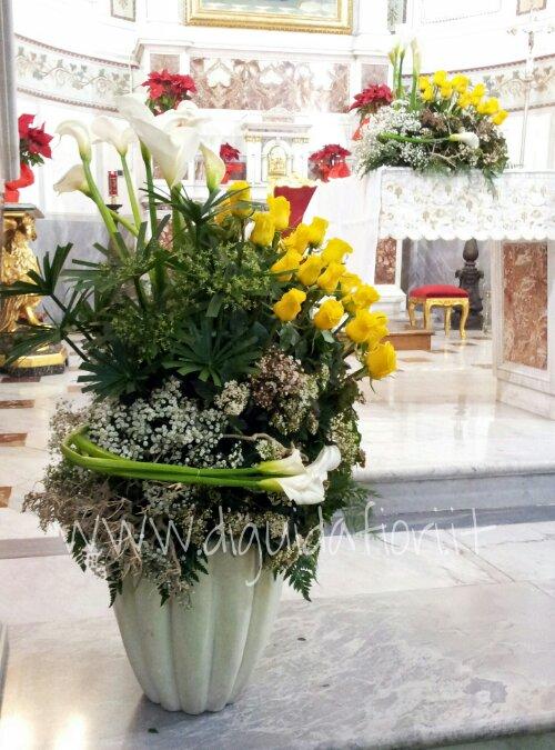 Mazzo Di Fiori Per Nozze Doro.Composizione Floreale Per 50esimo Anniversario Di Matrimonio