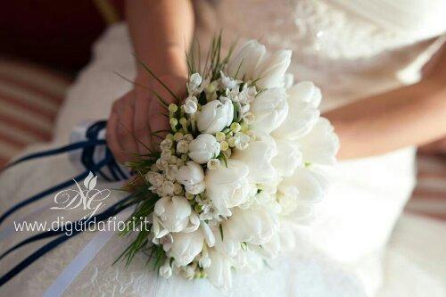 Bouquet da sposa con tulipani bianchi e bouvardia
