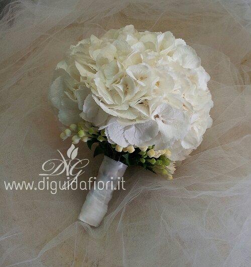 Bouquet Ortensie E Orchidee : Bouquet da sposa con ortensie bianche fiorista roberto
