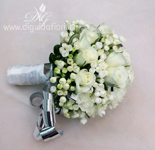 Bouquet di fiori per nozze d'argento.