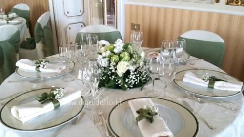 Centrotavola floreale bianco e verde