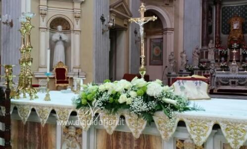 Composizione floreale per matrimonio – Basilica dell'Incoronata Madre del Buon Consiglio