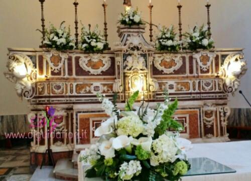 Composizioni floreali per altare della Chiesa S.S. Trinit