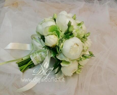 Bouquet da sposa con peonie e ortensie - dettagli per matrimonio - Fiorista R...