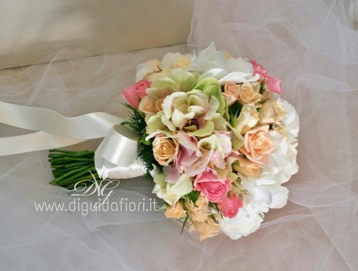 Bouquet Romantico Sposa.Bouquet Da Sposa Romantico Fiorista Roberto Di Guida