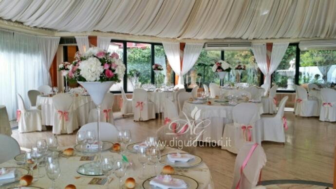 Centrotavola floreali in calice di vetro villa cilento posillipo napoli fiorista roberto di - Composizioni floreali per tavoli ...