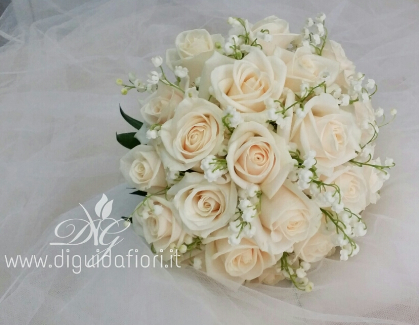 Bouquet Sposa Con Rose.Bouquet Da Sposa Con Rose E Fiori Di Mughetto Accessori Floreali